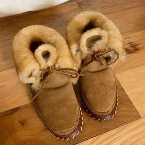 Orvis thick plush shearling slipper Mocs 6-7